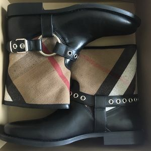 Burberry Queenstead Black Check Leather Boots